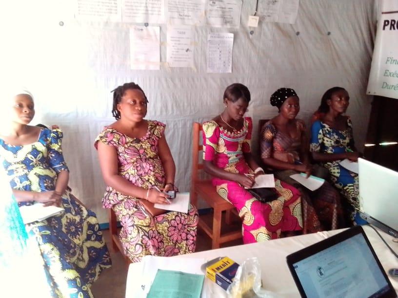 « Projets connexions citoyennes » ; Mkaaji Mpya asbl créée des clubs d'écoute pour la formation des femmes sur l'émancipation de leurs droits.